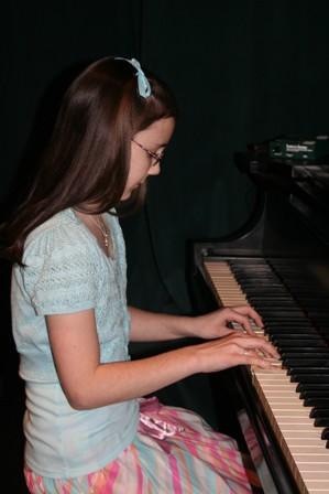 sarah-at-piano